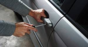 Co dělat při vykradení auta a lze mu zabránit?